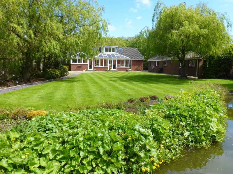 4 Bedrooms Detached House for sale in Lodge Lane, Lytham