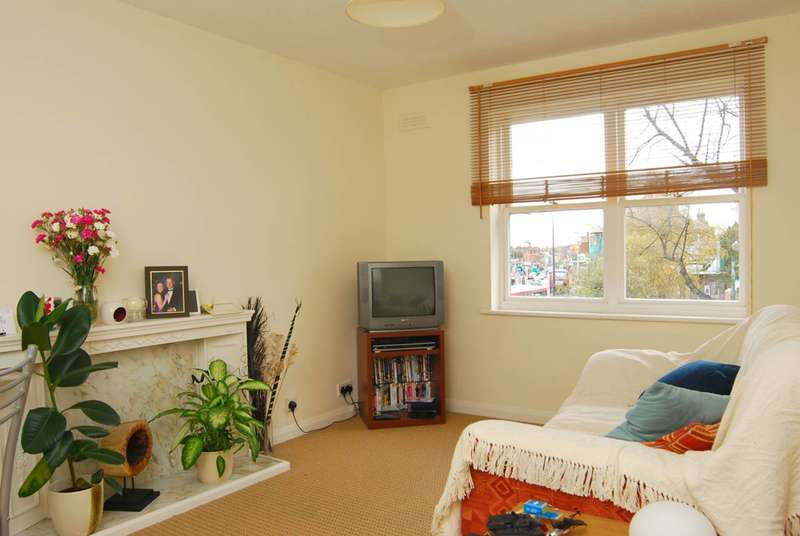 1 Bedroom Flat for sale in Willowcroft, Blackheath, SE3