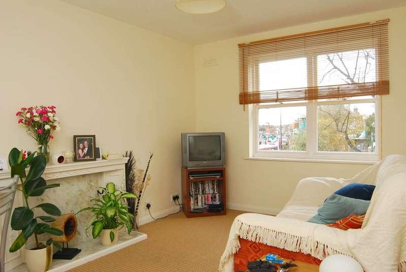 1 Bedroom Flat for sale in Willowcroft, Blackheath, SE3