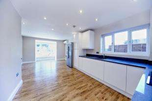 2 Bedrooms Flat for sale in Sterling House, 18 Avenue Road, Sutton
