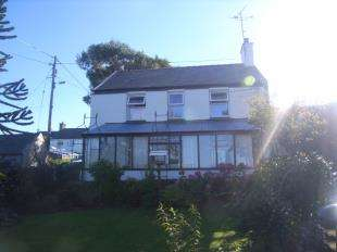3 Bedrooms Detached House for sale in Carmel, Caernarfon, Gwynedd, LL54