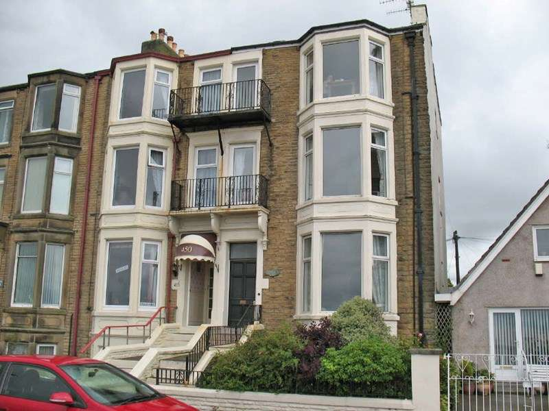 3 Bedrooms Flat for sale in Marine Road East, Bare, Morecambe