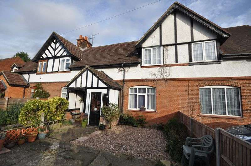3 Bedrooms Terraced House for sale in Crooked Mile, Waltham Abbey