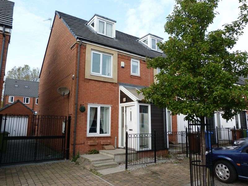 3 Bedrooms Terraced House for sale in Fairbourne Walk, Oldham