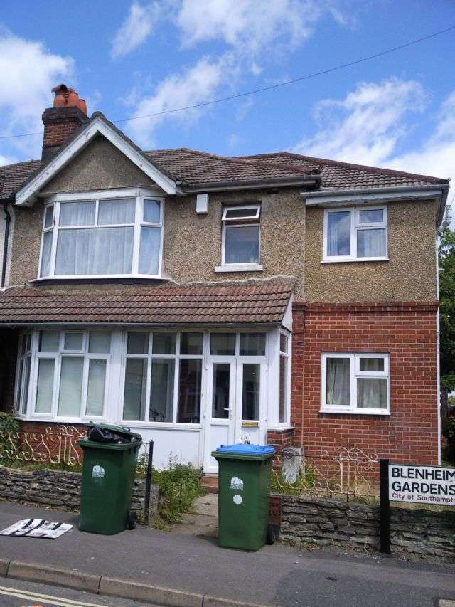 7 Bedrooms Semi Detached House for rent in Blenheim Gardens, Highfield, Southampton