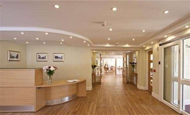 2 Bedrooms Flat for sale in Liberty House, Kingston Road, London, SW20 8DA