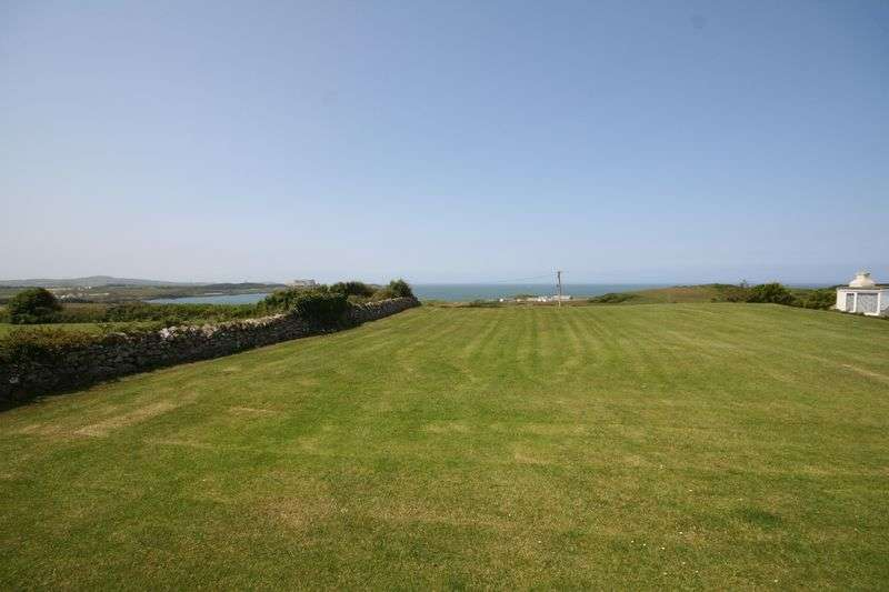 3 Bedrooms Detached House for sale in Llanbadrig, Anglesey