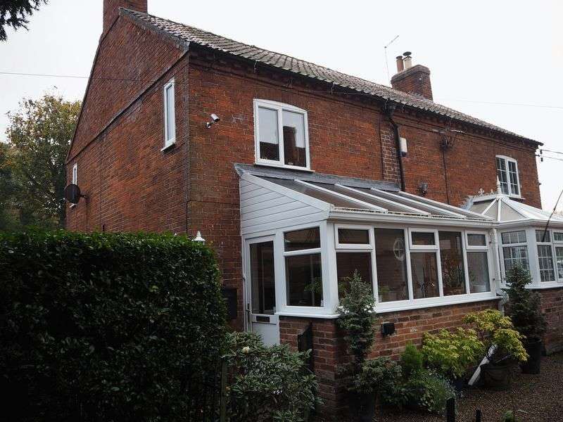 2 Bedrooms Semi Detached House for sale in Church Walk, Brant Broughton