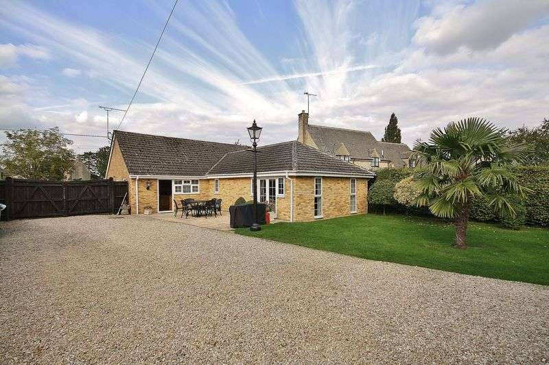 4 Bedrooms Detached Bungalow for sale in MILTON UNDER WYCHWOOD, Shipton Road OX7 6JR