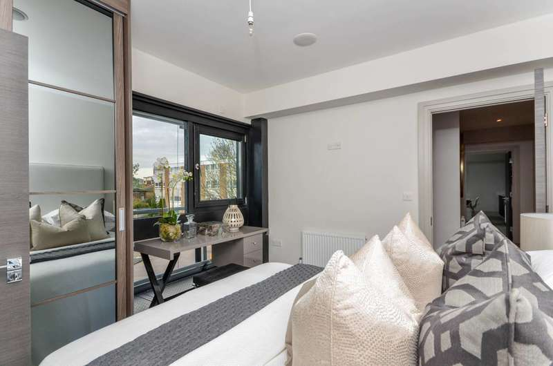 2 Bedrooms Flat for sale in Huf House, Richmond, TW9