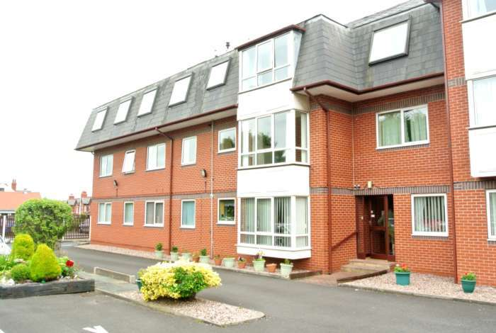 2 Bedrooms Flat for sale in Somerset Court, Somerset Avenue, Blackpool