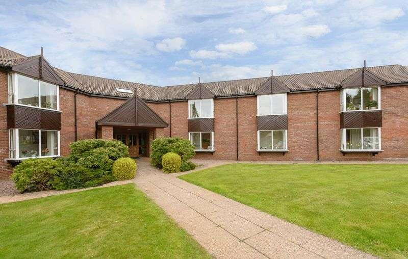 2 Bedrooms Flat for sale in 12 Queensfort Court, Carryduff, BT8 8NF