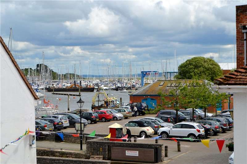 3 Bedrooms Flat for sale in Quay Street, Lymington, Hampshire, SO41