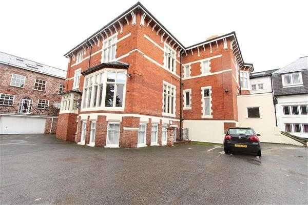 3 Bedrooms Apartment Flat for sale in Fernwood Hall, The Orchard, Roby, Liverpool