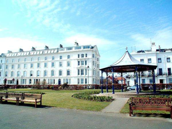 1 Bedroom Apartment Flat for sale in Ebor Court, The Crescent, Filey