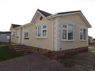 2 Bedrooms Mobile Home for sale in Wickford, Essex
