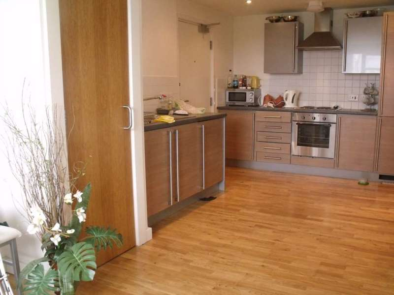 3 Bedrooms Apartment Flat for sale in Spindletree Avenue, Manchester