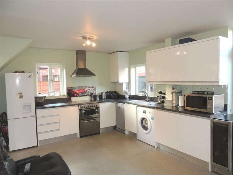 3 Bedrooms Property for sale in Laburnum Road, Denton, Manchester