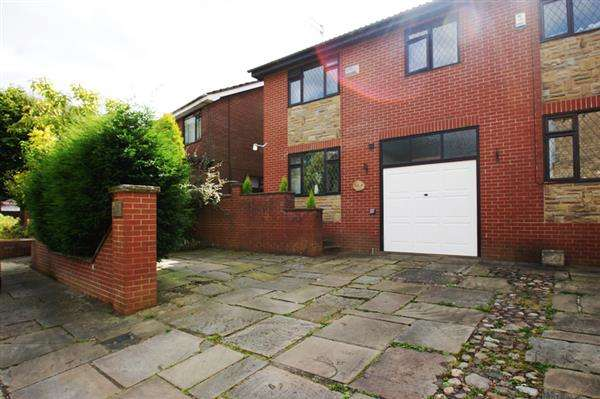 3 Bedrooms Semi Detached House for sale in Barnfold, Lees