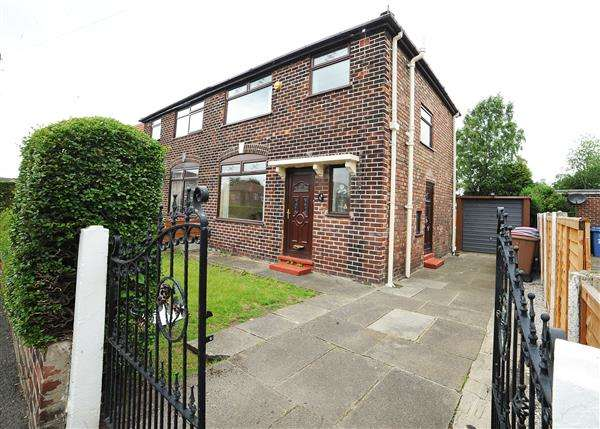 3 Bedrooms Semi Detached House for sale in 21 Leyland Avenue, Irlam M44 6HG