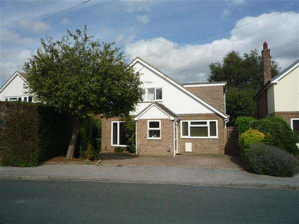 4 Bedrooms Detached House for sale in Heath Drive, Boston Spa