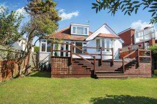 3 Bedrooms Bungalow for sale in Bevendean Avenue, Saltdean, Brighton, East Sussex