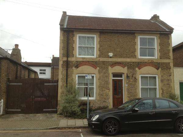 3 Bedrooms Detached House for sale in Freelands Grove, Bromley