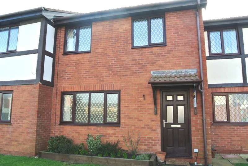 3 Bedrooms Terraced House for sale in The Brambles, St Annes, FY8 2SF