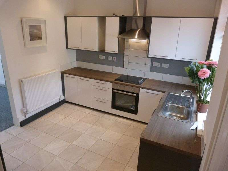 2 Bedrooms Semi Detached House for sale in Ripponden Road, Oldham