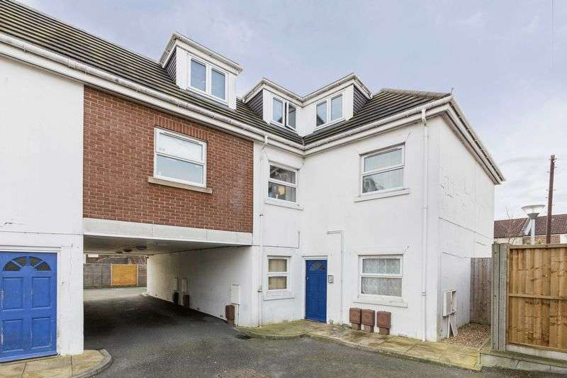 2 Bedrooms Flat for sale in Manor Park Avenue, Portsmouth