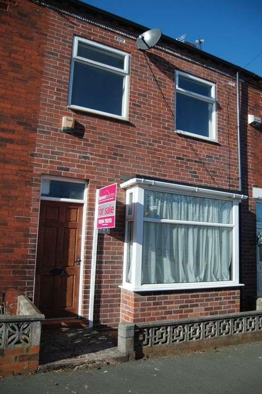 3 Bedrooms Terraced House for sale in Fearney Side Little Lever
