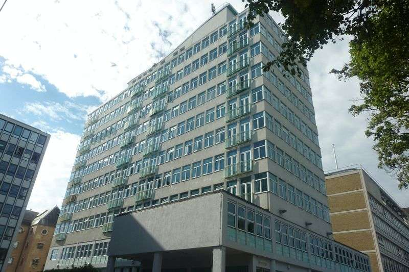 1 Bedroom Flat for sale in Victoria Avenue, Southend-On-Sea