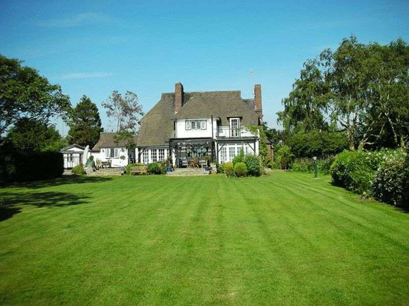 4 Bedrooms Detached House for sale in Church Road, Hale Village, Liverpool, L24