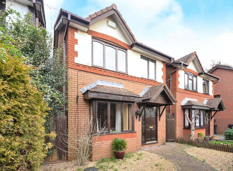 3 Bedrooms Detached House for sale in Alexandra Gardens, Woking, GU21