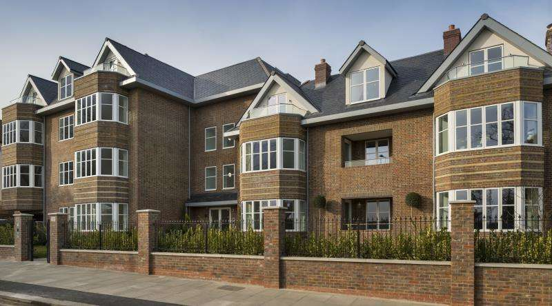 3 Bedrooms Flat for sale in Queens Road, Hendon