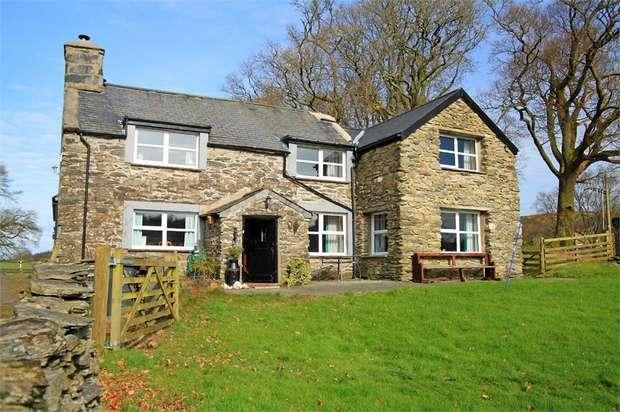 4 Bedrooms Detached House for sale in Capel Garmon, Llanrwst, Conwy