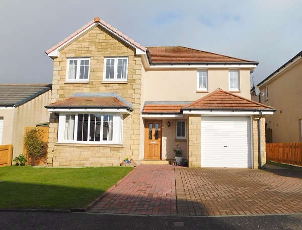 4 Bedrooms Detached House for sale in Burns Street, Crossgates, KY4