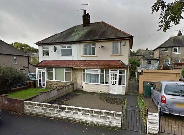 3 Bedrooms Semi Detached House for sale in Three Bedrooms Semi-detach house on Como Garden Bradford BD8 9PX