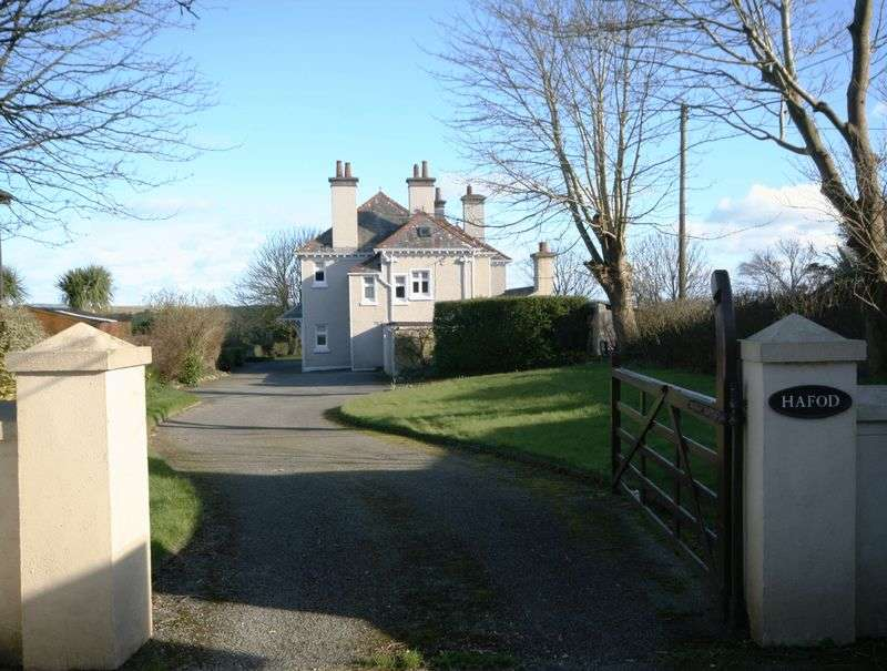 5 Bedrooms Detached House for sale in Cemaes Bay, Anglesey