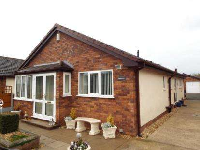 3 Bedrooms Bungalow for sale in Gwellyn Avenue, Kinmel Bay, Rhyl, Conwy, LL18