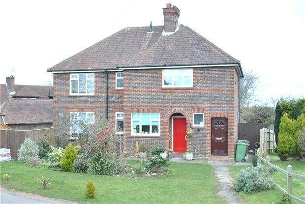 2 Bedrooms Maisonette Flat for sale in The Ridgewaye, Southborough, TN4 0AD