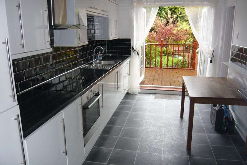 3 Bedrooms Terraced House for sale in Tanfield Gardens, Marsden, South Shields