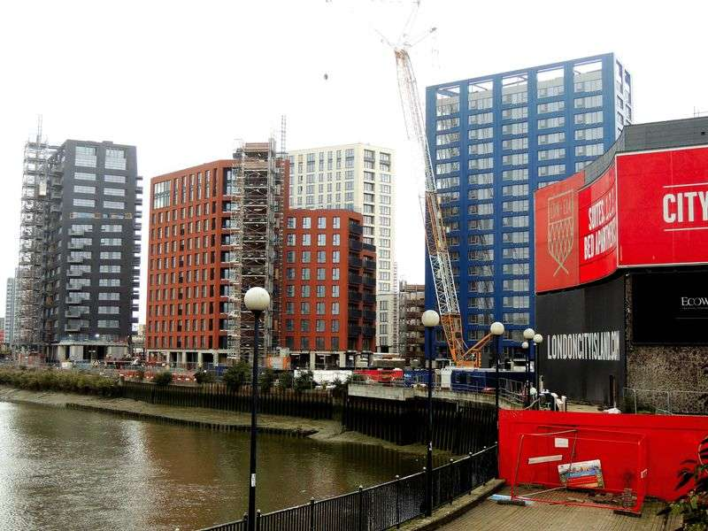 2 Bedrooms Flat for sale in Faraday Building, London City Island, London
