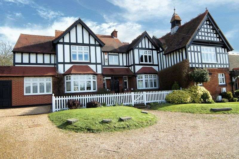 5 Bedrooms House for sale in Little Common, Stanmore