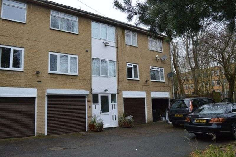 2 Bedrooms Flat for sale in Craven Court, Halifax