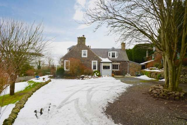 4 Bedrooms Cottage House for sale in 20 Galashiels Road, Stow, Borders, TD1 2QY