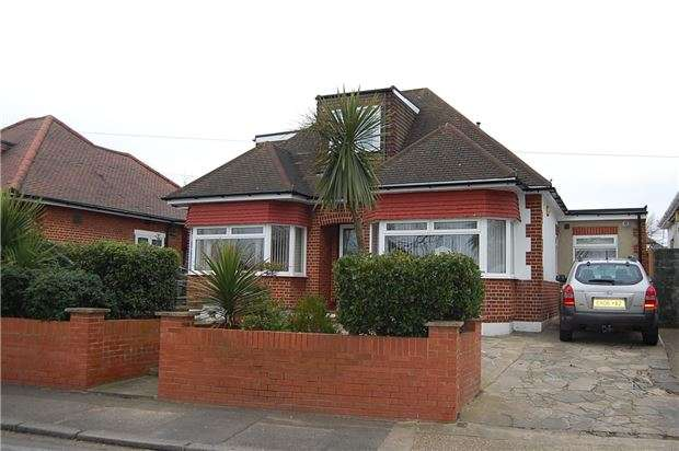5 Bedrooms Detached House for sale in Wood Lane, KINGSBURY, NW9 7NA