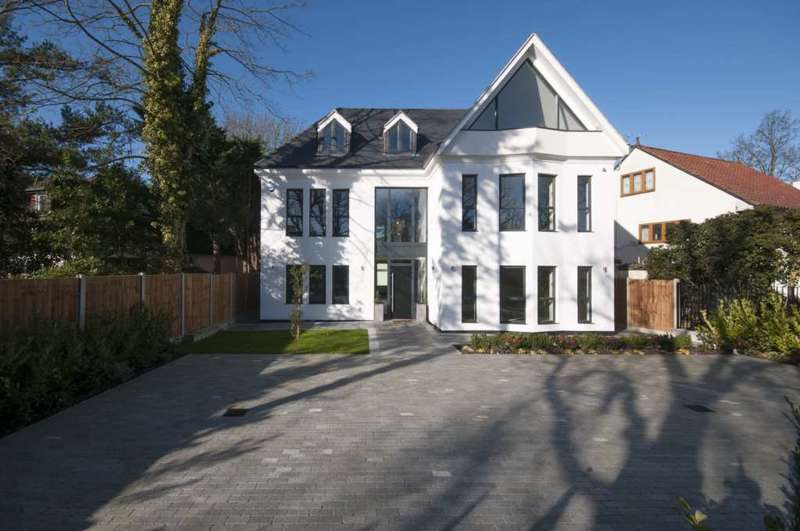 7 Bedrooms Detached House for sale in Nelmes Way, Hornchurch
