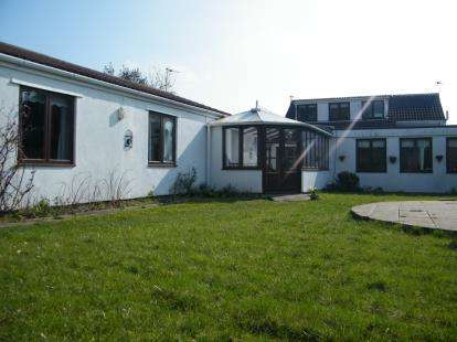 4 Bedrooms Bungalow for sale in Cribbs Causeway, Bristol