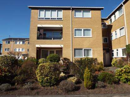 2 Bedrooms Flat for sale in Clairville, Lulworth Road, Southport, Merseyside, PR8